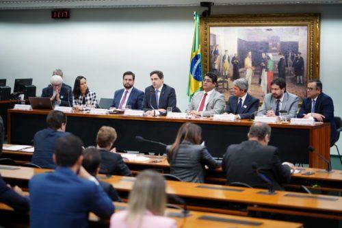 CLP discute reforma política na CCJ